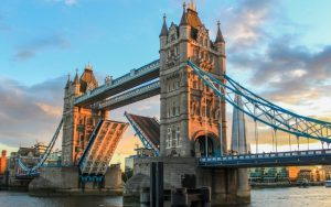 Discover England & Scotland in 07 Days